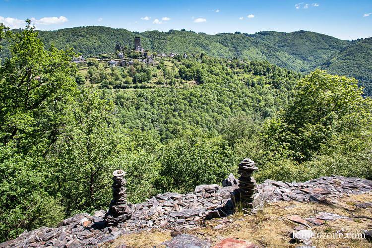 Cairns et château de Valon