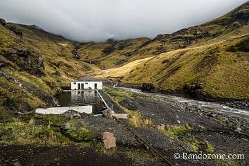 Piscine de Seljavallalaug en Islande