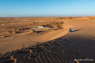 On profite du paysage du Sahara