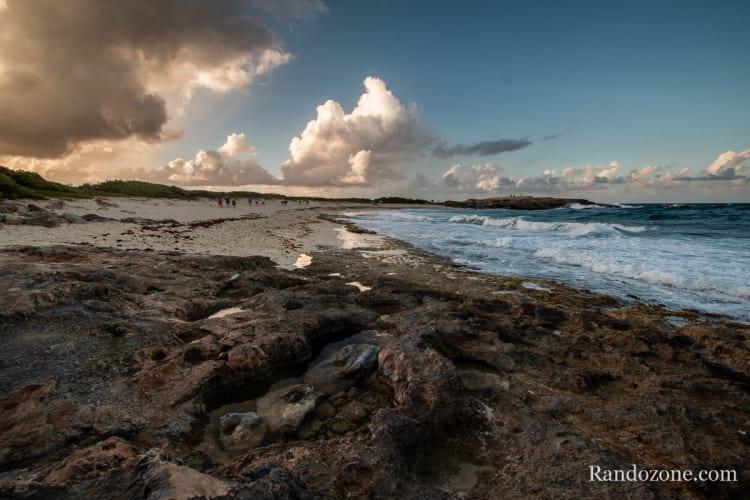 plage au soleil couchant sur la Pointe des Châteaux