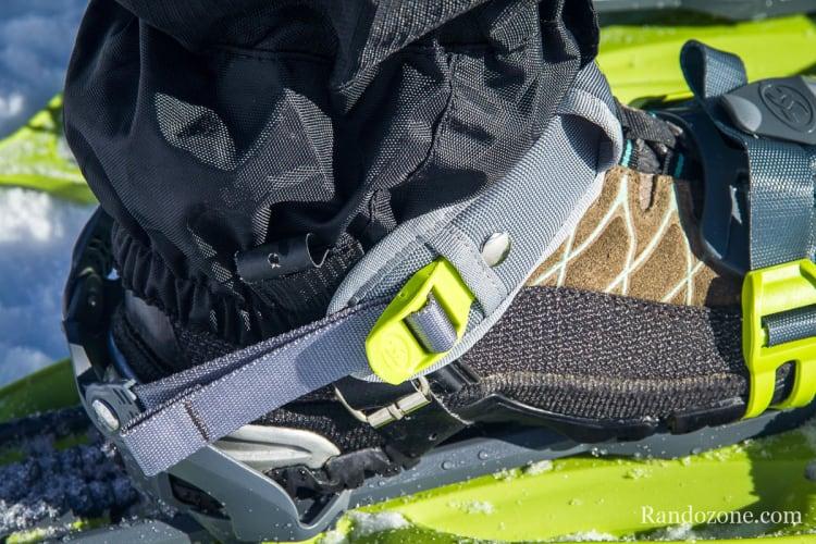Système de serrage classique qui monte assez haut sur la chaussure