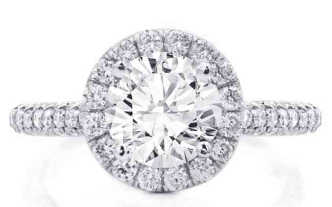 Round diamond in a halo ring