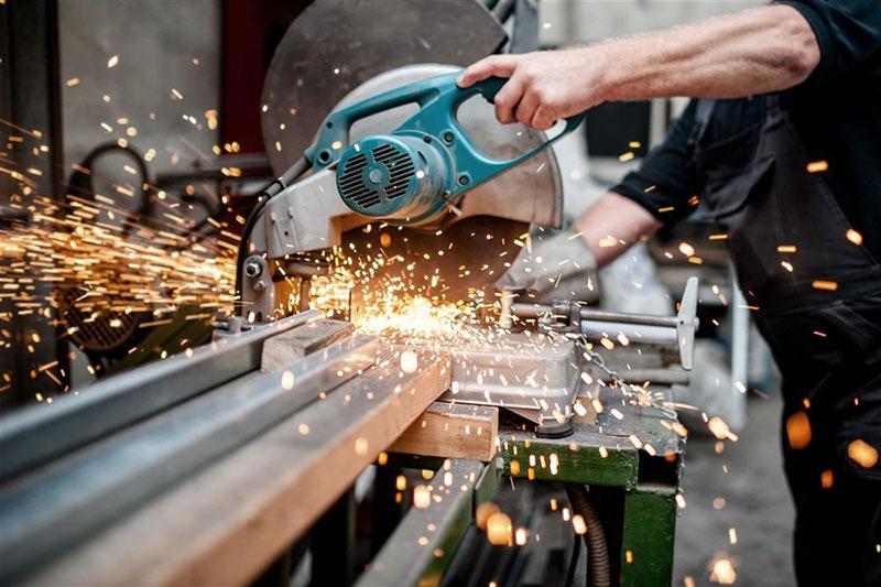 saw cutting steel .jpg