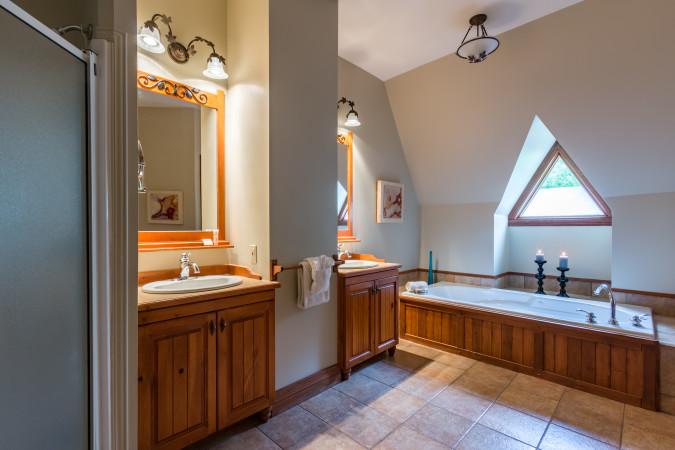 Le Plateau 204-5 - Master Bathroom