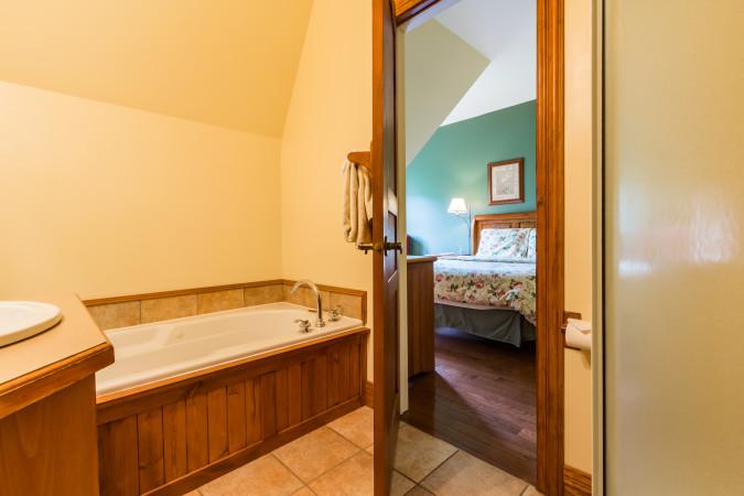 Le Plateau 210-2 - Master Bathroom