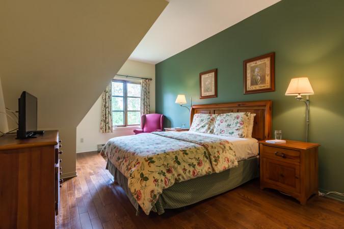 Le Plateau 210-2 - Master Bedroom