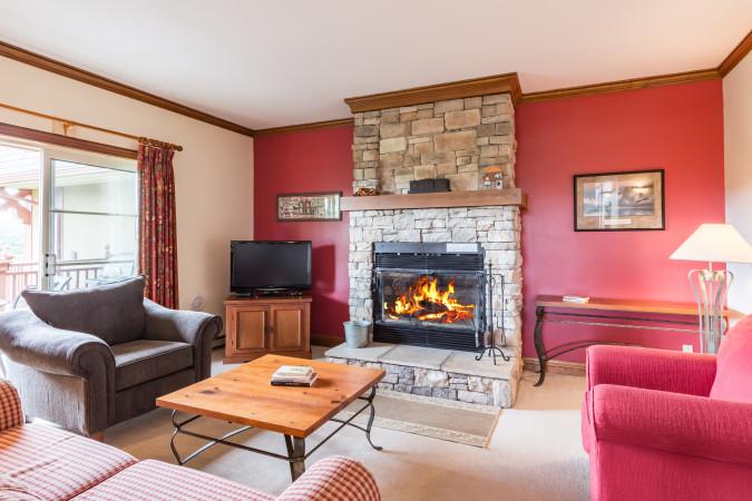 Le Plateau 212-6 - Living Room