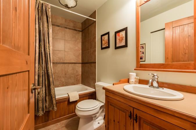 Le Plateau 218-3 - Full Bathroom