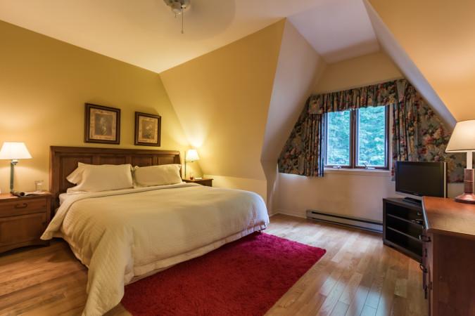 Le Plateau 240-3 - Master Bedroom