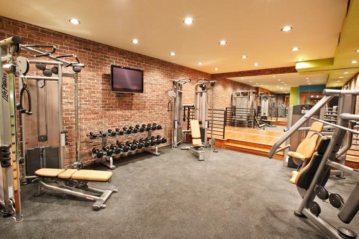 White Buffalo Club Single King Room - Gym