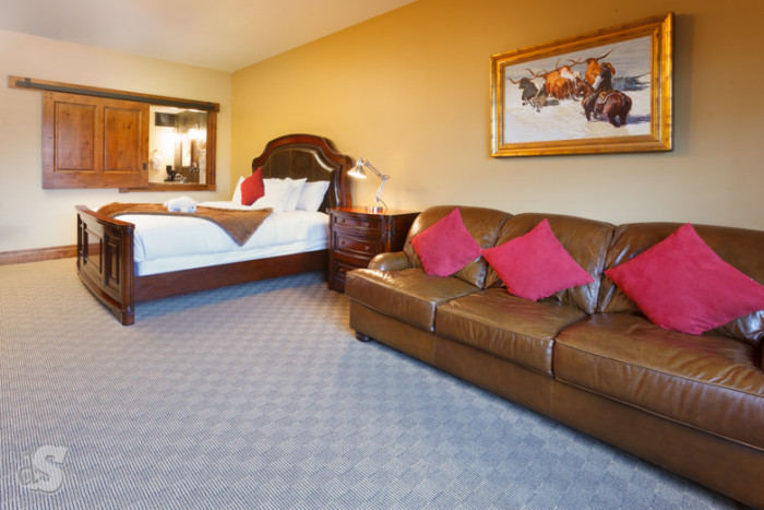 Deluxe King Suite - Photo - 01