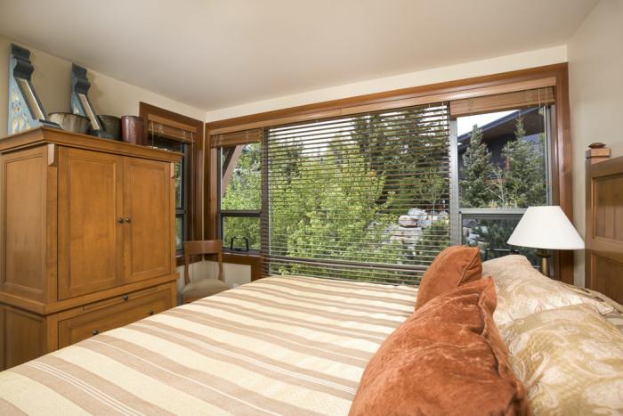 Montebello 3 Bedroom Plus Den - Photo - 01
