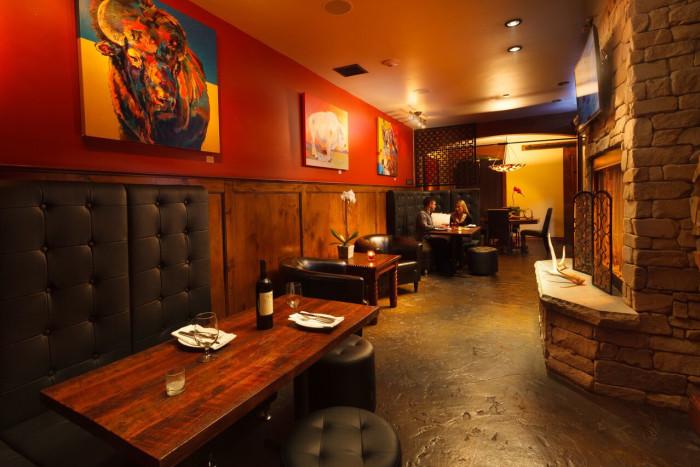 White Buffalo Club Single King Room - Lounge