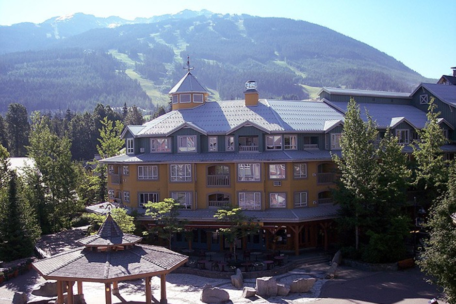 Town Plaza - Eagle Lodge - Photo - 01