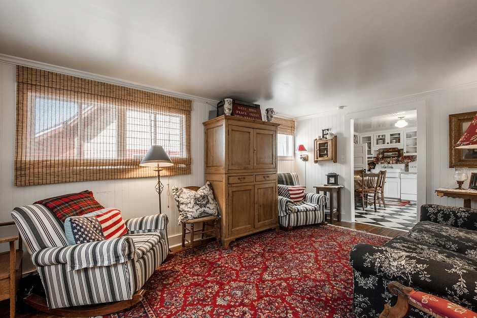 Ontario Ave 3 bedroom - Photo - 01