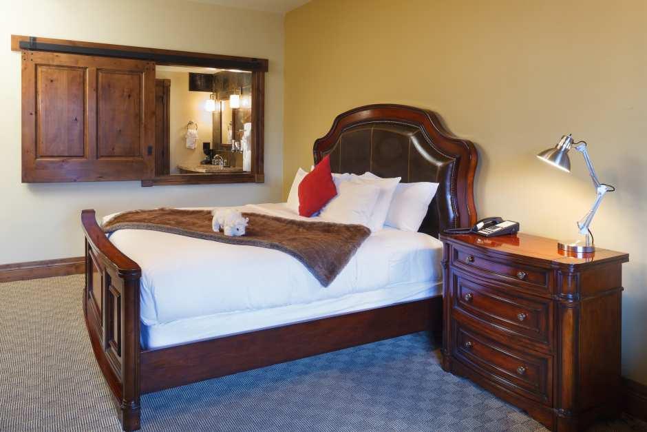 White Buffalo Club Single King Room - King Bed