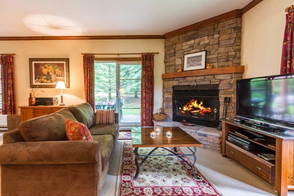 Le Plateau 202-4 - Living Room