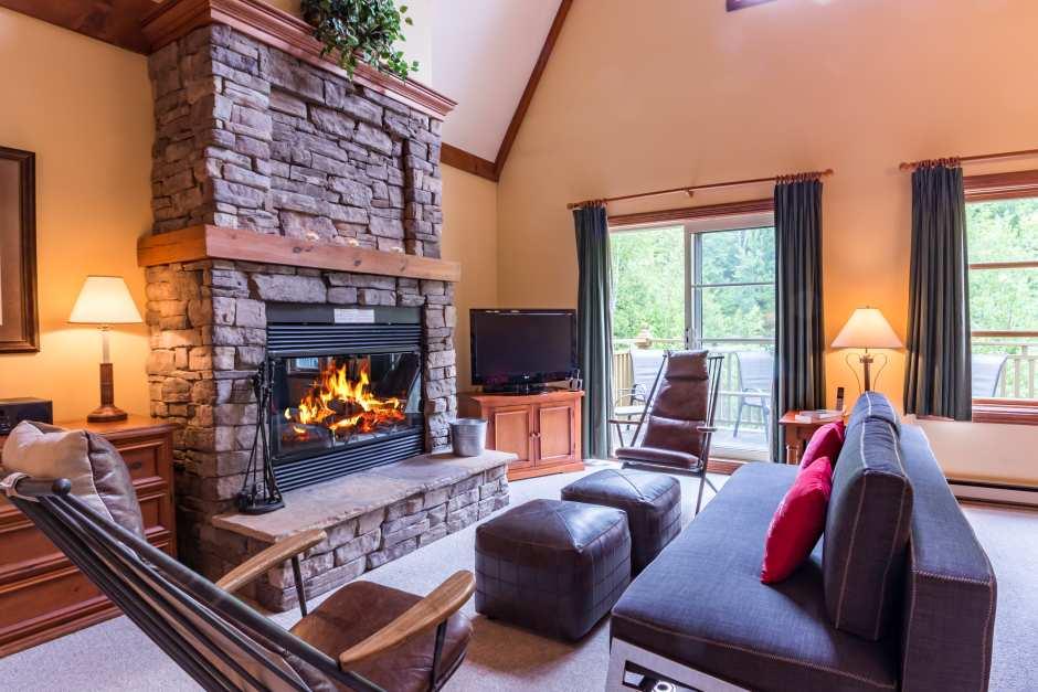 Le Plateau 204-3 - Living Room