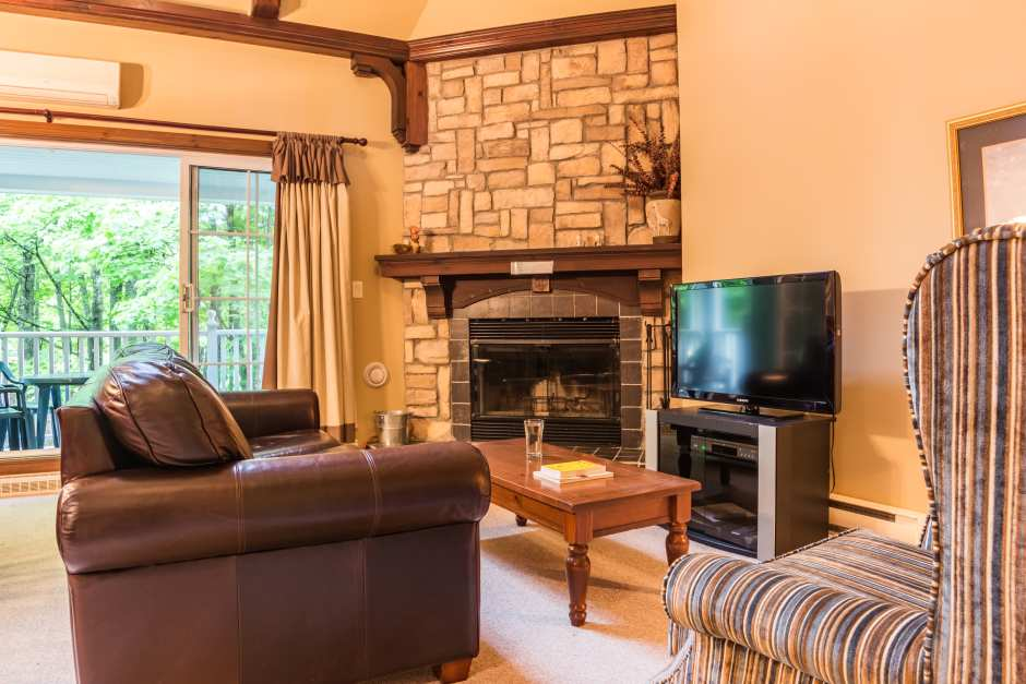 Les Manoirs 110-4 - Living Room