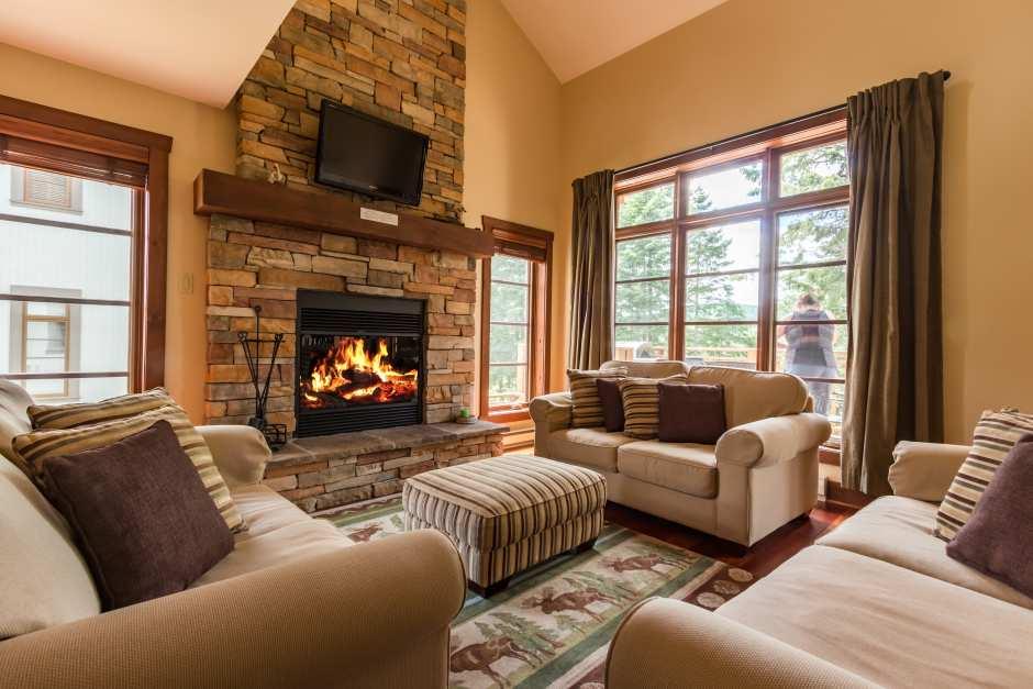 Le Maitre 160 - Living Room