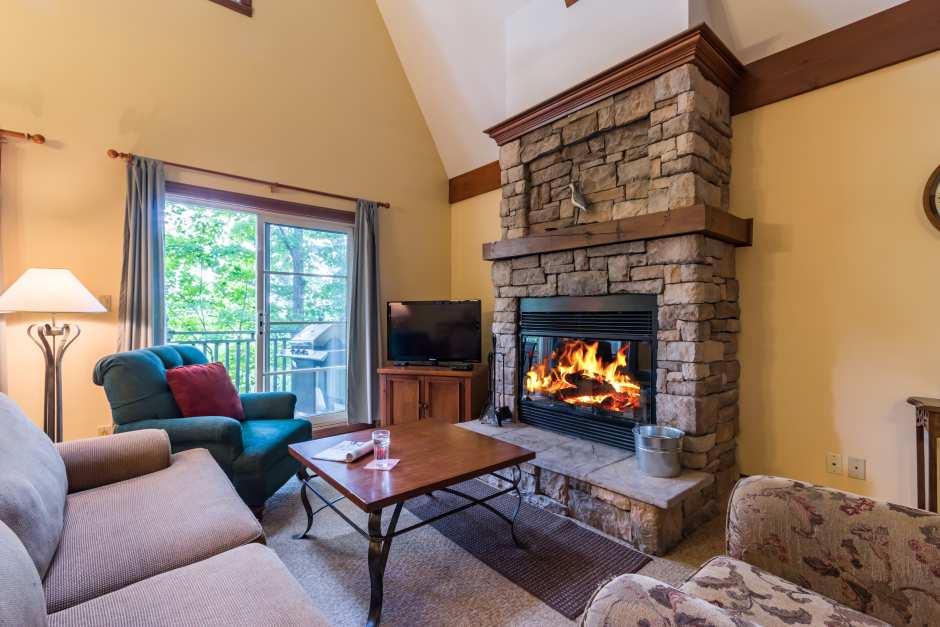 Le Plateau 240-3 - Living Room