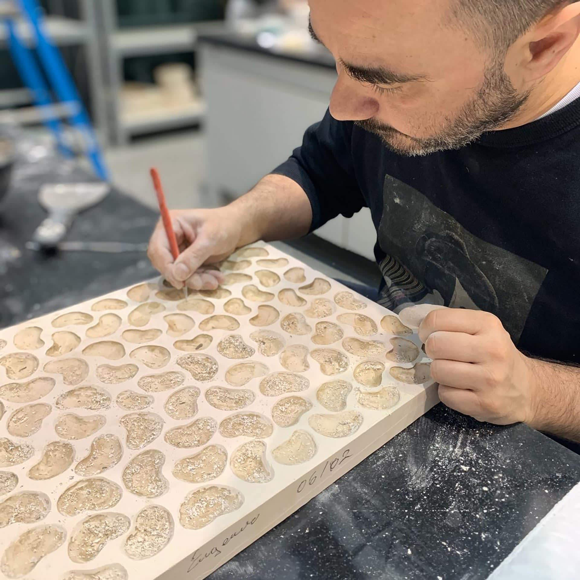 CARVING AND CLEANING THR PRESSING MOULD