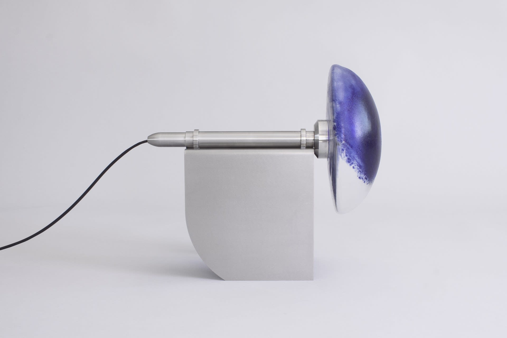 Lamp for back-forward movement on bench