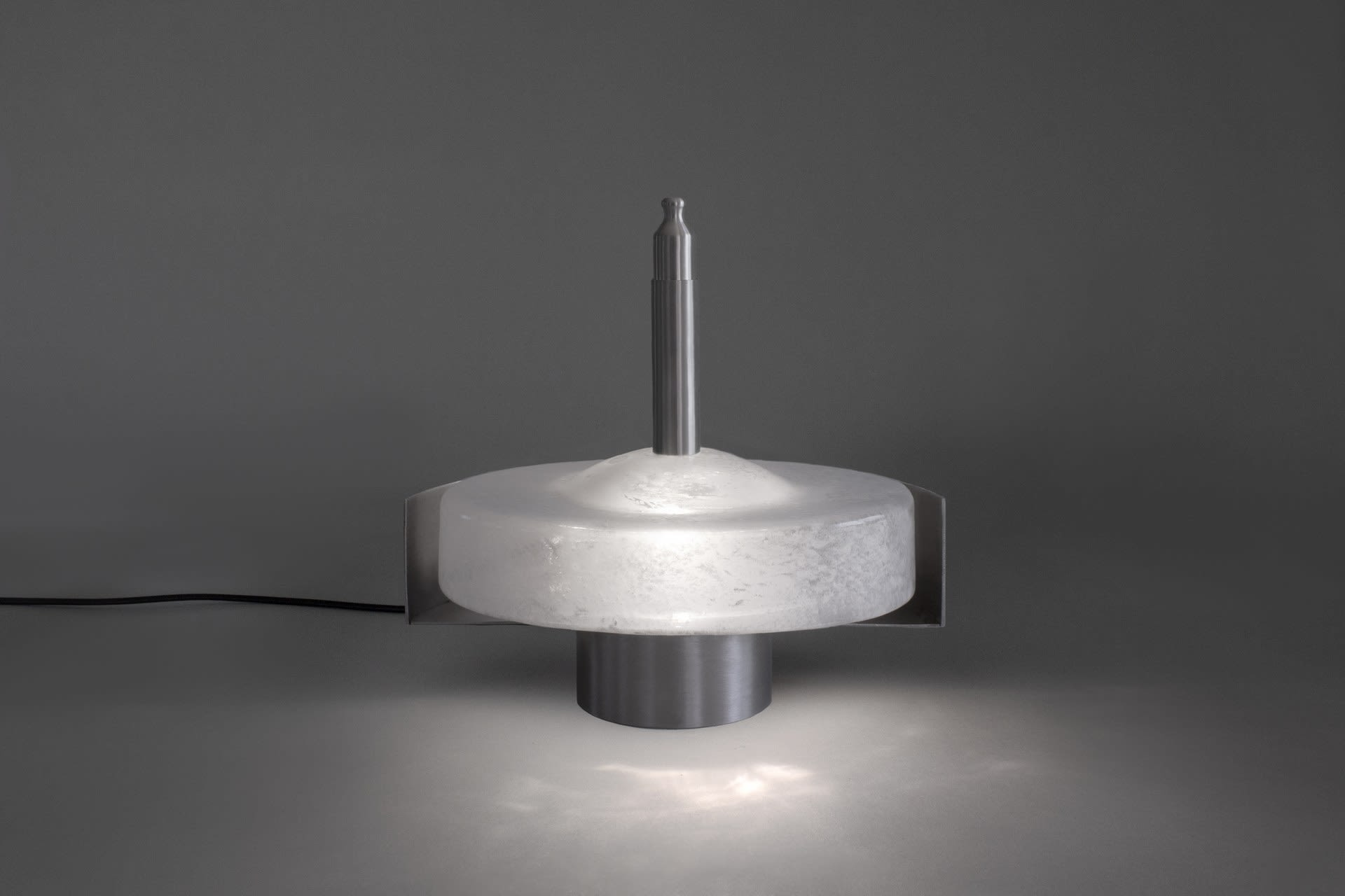 Lamp for zig-zag movement in glass mould (on)