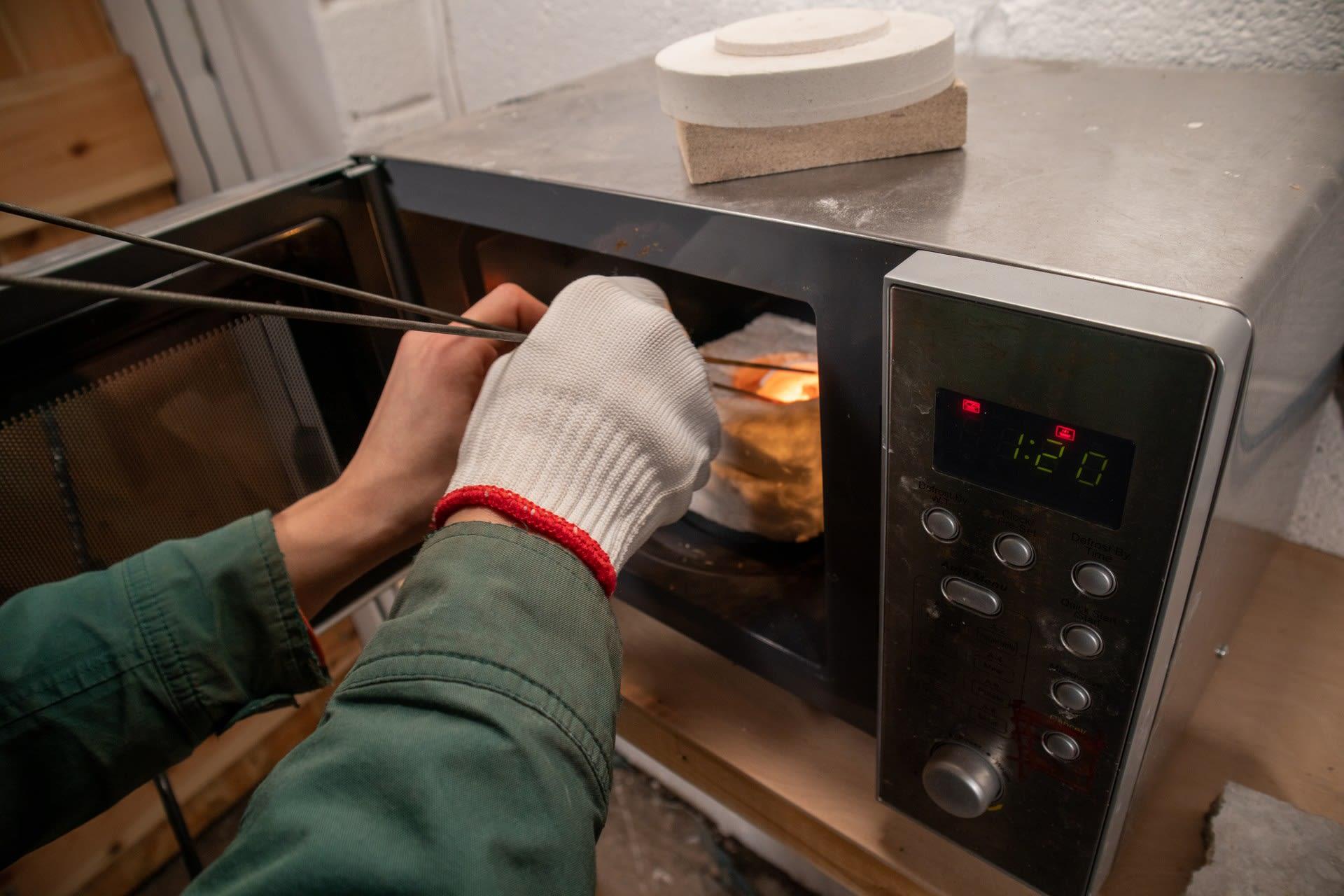 Microwave kiln