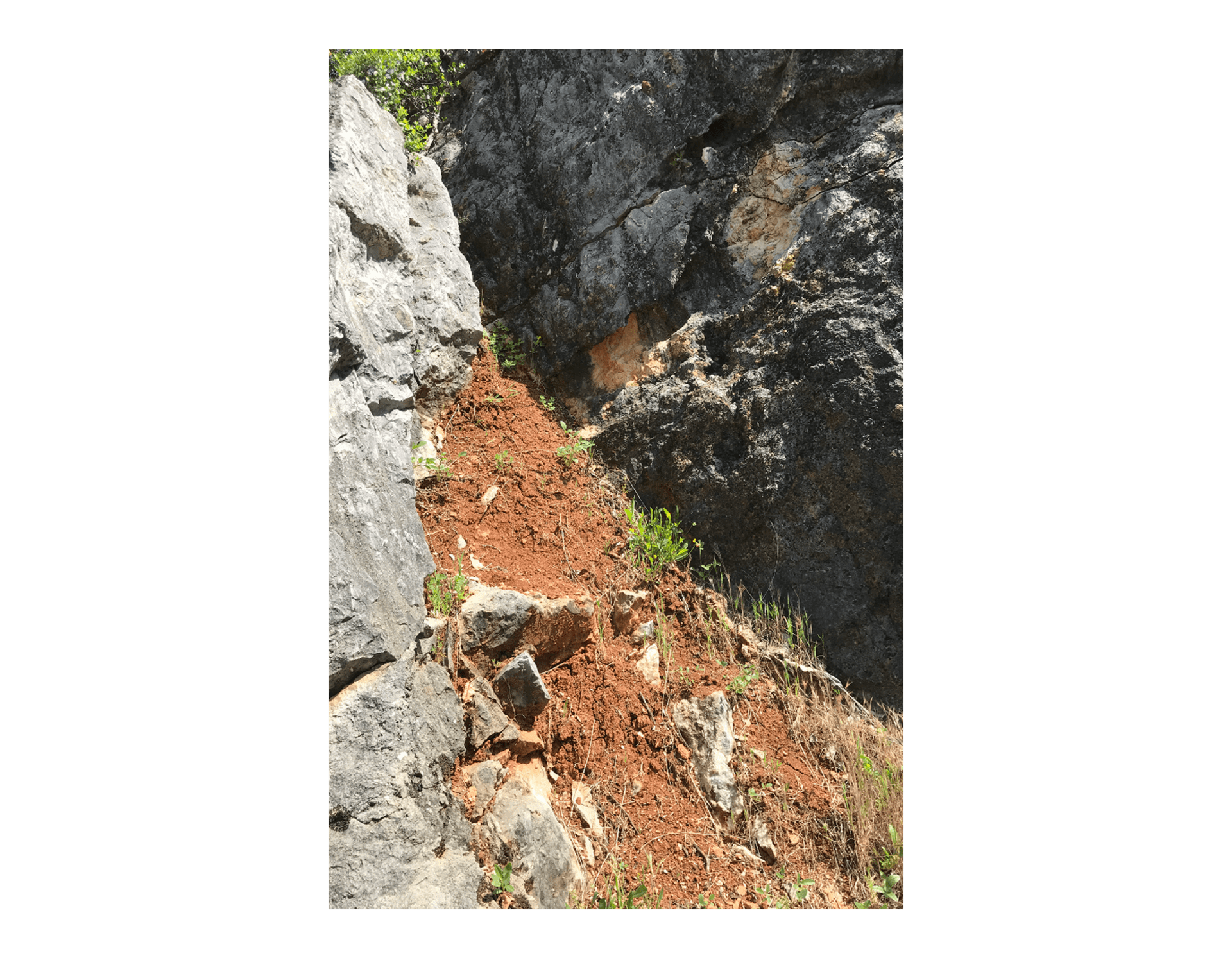 Color of the soil  —  Quarry