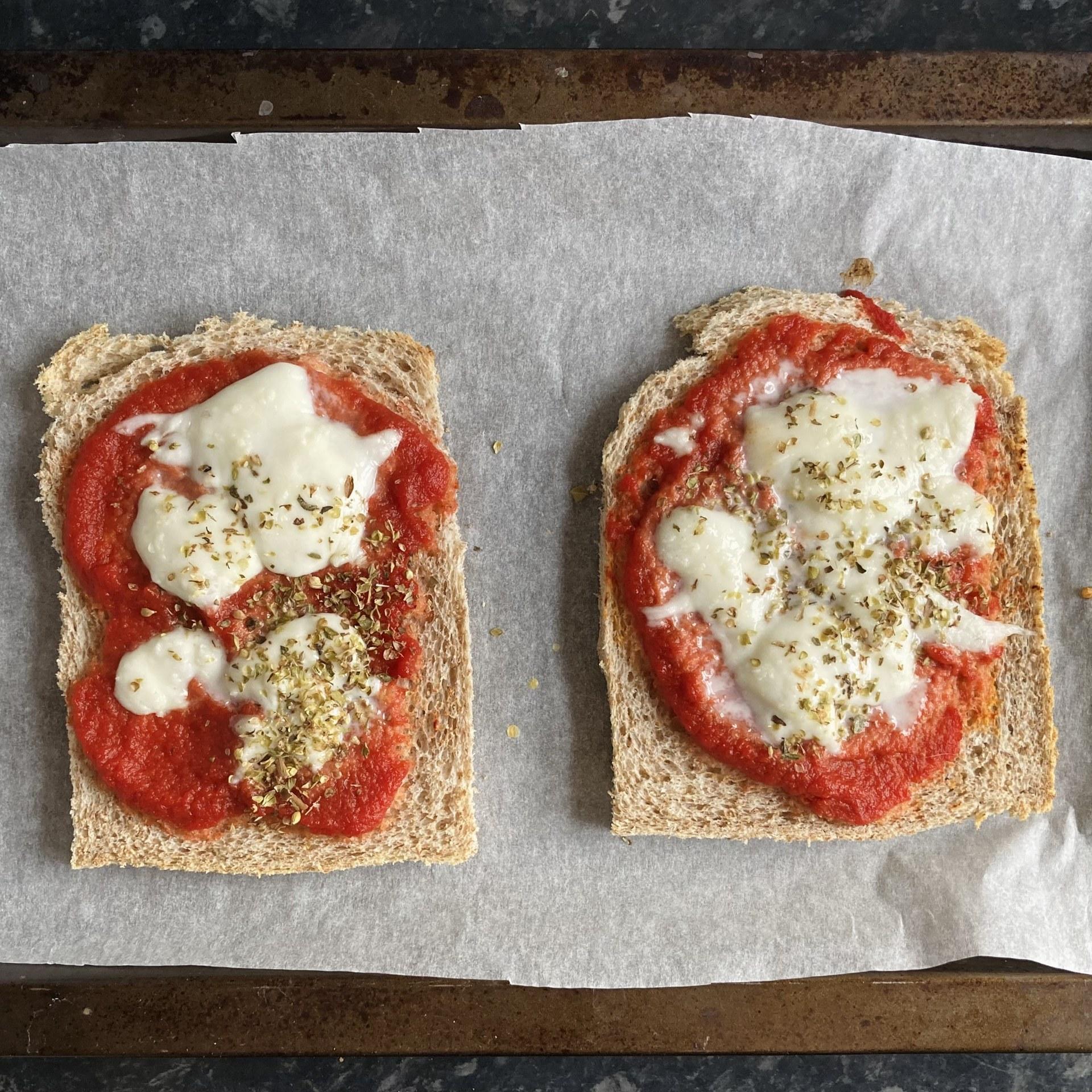 Little pizza-toasts