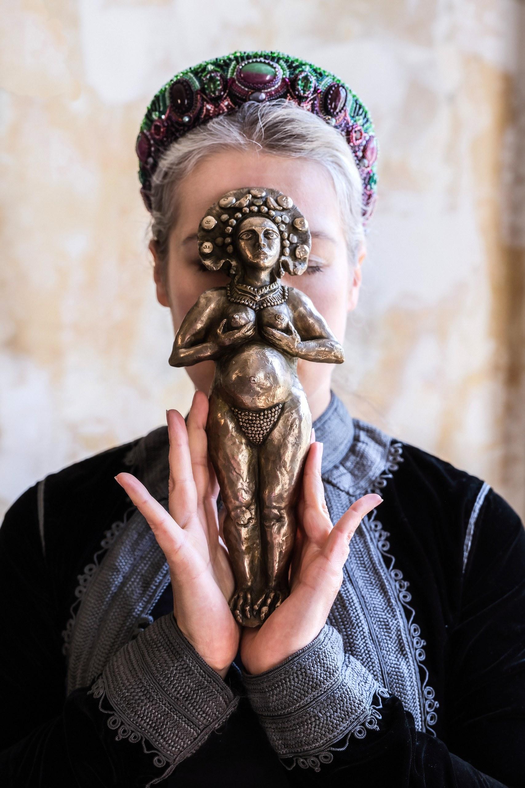 Porttrait with Expectation Sculpture.