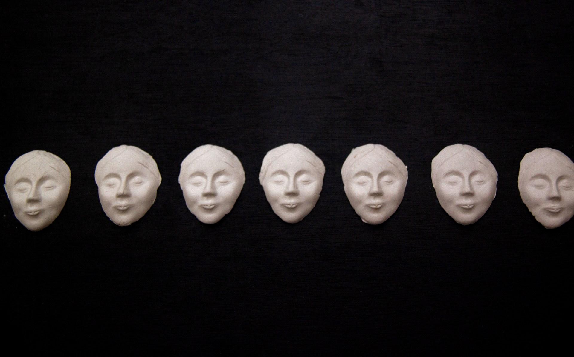 L'Inconnue masks