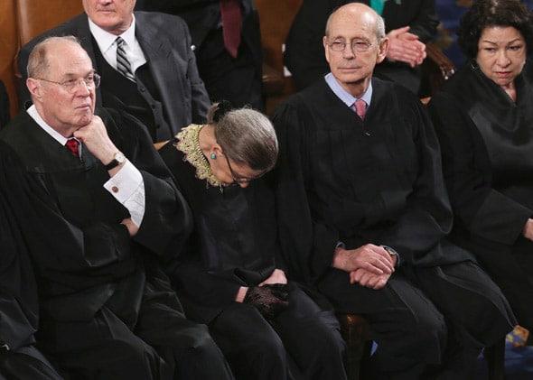 Пьяная судья ВС Америки заснула на выступлении Обамы