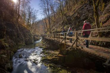 The wooden walkways of Kamačnik will take you to the valley with the river source
