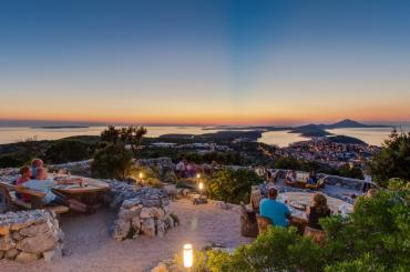 Providenca viewpoint is a beautiful hilltop place to enjoy sunsets, drinks and snacks