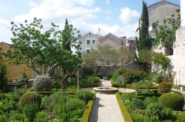 The medieval Garden of St. Lawrence Monastery is a seldom seen attraction. It also has a restaurant with Mediterranean cuisine, and garnishes dishes with herbs and spices grown in the garden.