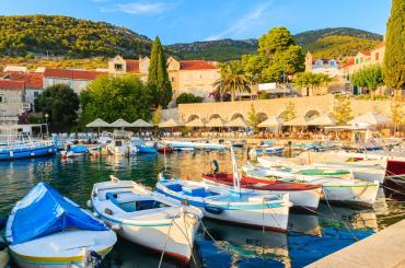 Small taverns and bars located in the harbor have an authentic charm