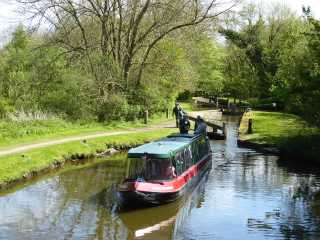 Boating along Chesterfield Canal
