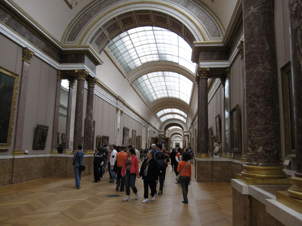Best time for Louvre with Shorter Queues in Paris
