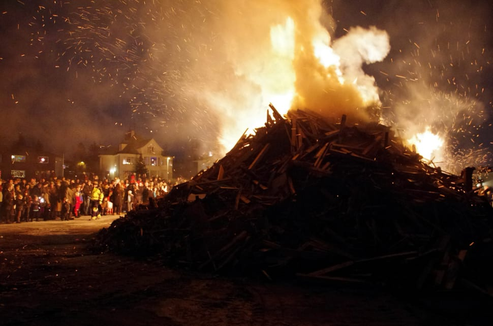 New Year's Bonfires in Reykjavik - Best Time