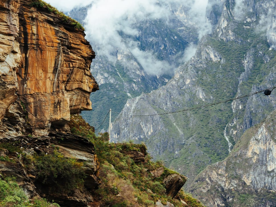 Tiger Leaping Gorge Hiking in China - Best Season