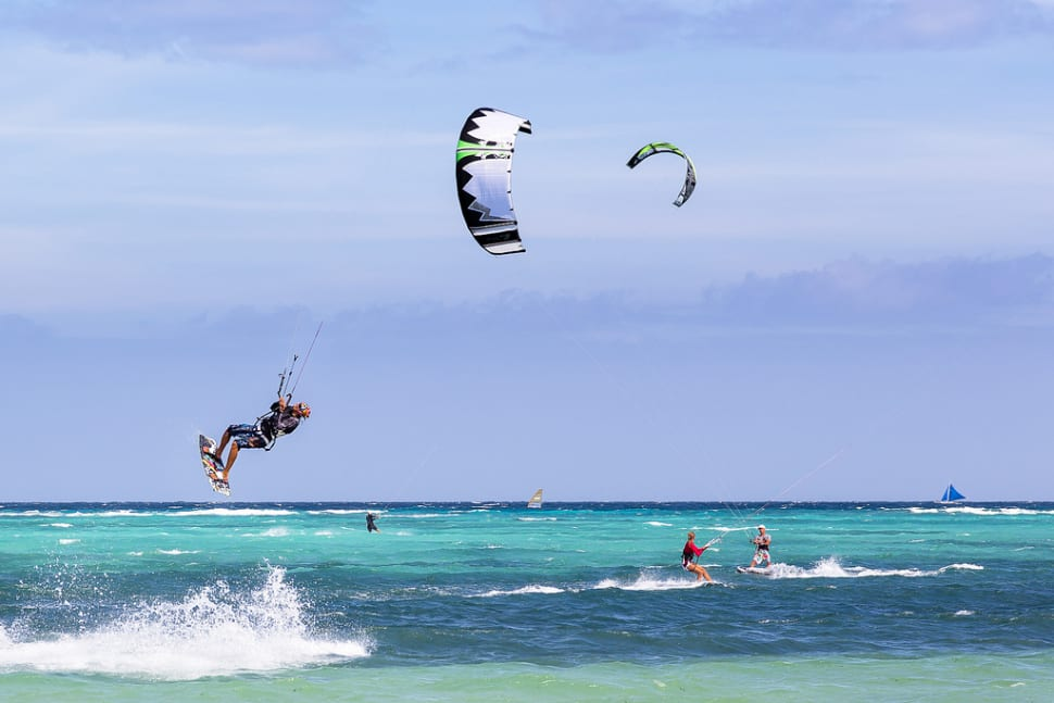 Best time for Kitesurfing on Boracay in Philippines