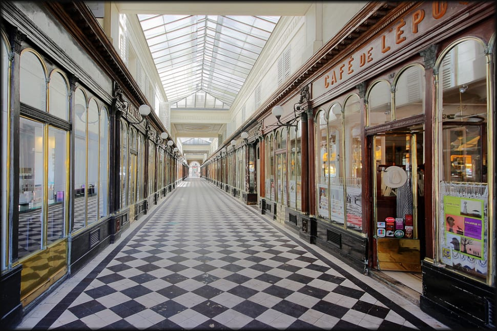 Warm Up in Covered Passages in Paris - Best Season
