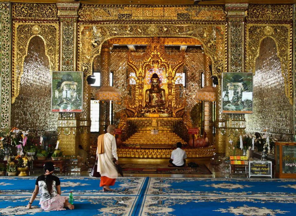 Buddha image in Botataung paya