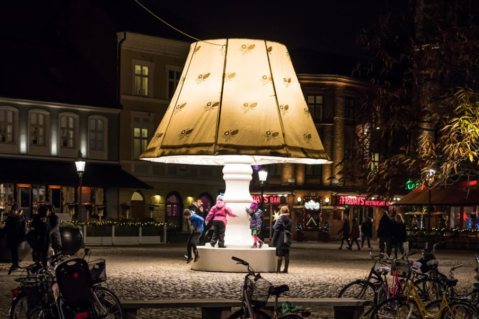 The Talking Christmas Lamp in Sweden - Best Time