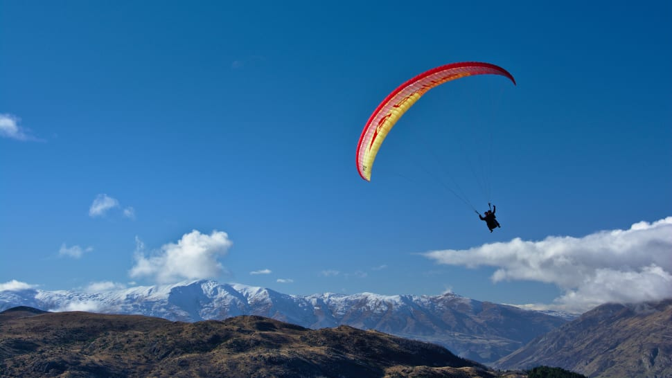Paragliding in New Zealand - Best Time