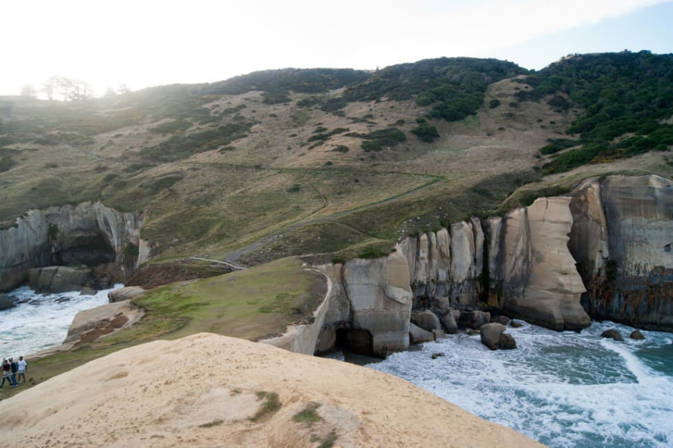 Best time to see Tunnel Beach, Dunedin in New Zealand