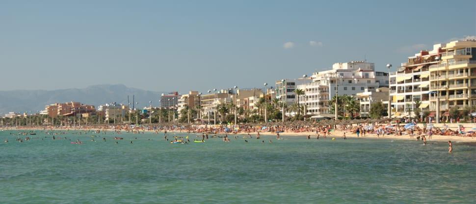 Playa de Palma, a rather crowded beach