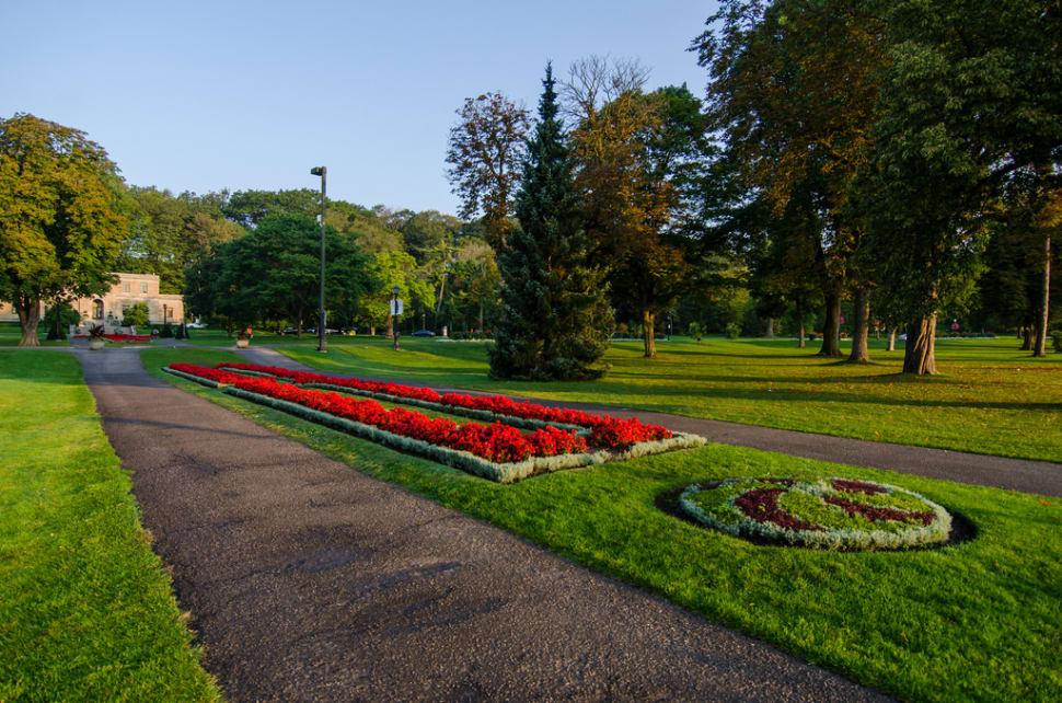 Queen Victoria Park in Niagara Falls - Best Season